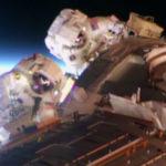 Астронавты NASA потеряли элемент обшивки МКС