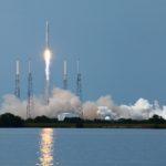 Всё идёт по плану. Первая ступень Falcon 9 совершила «мягкую посадку» на землю